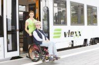 854 8 Rollstuhlfahrerin Copyright vlexx Bildarchiv