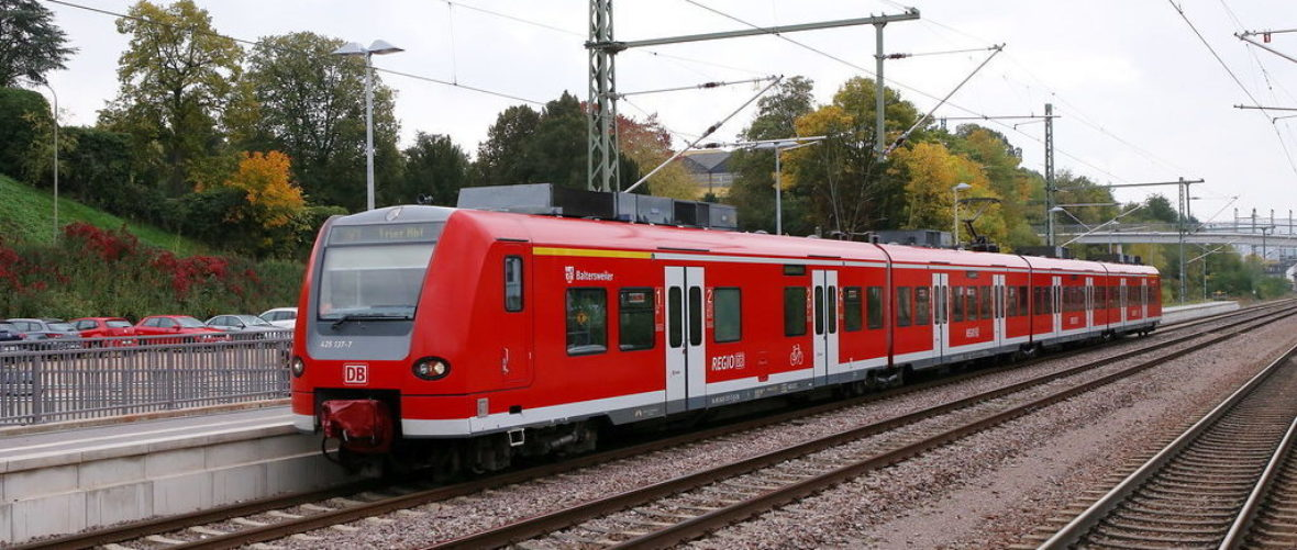 Elektrofahrzeug der Baureihe 425 im Elektro-Netz Saar im Einsatz