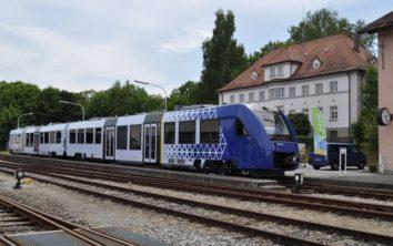 Neue vlexx-Züge starten zu Testfahrten